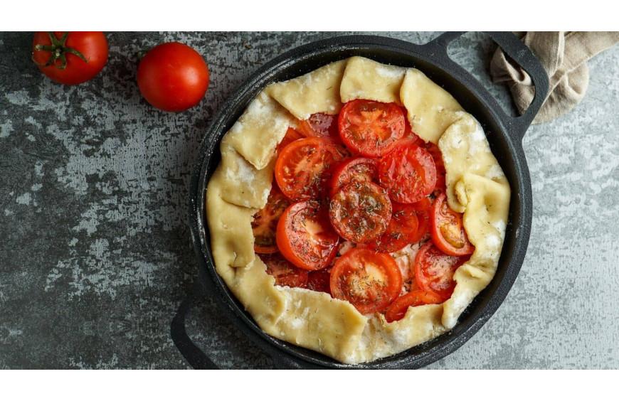 Tarte à la tomate; la spécialité française aux tomates cuite au barbecue